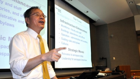 <p>Photo of Dr. Yang giving a talk</p>